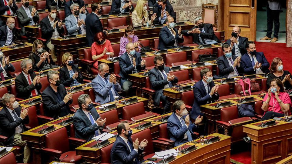 Πέρασε με 158 «ναι» το εργασιακό νομοσχέδιο – Ο ΣΥΡΙΖΑ ψήφισε την πλειοψηφία των άρθρων